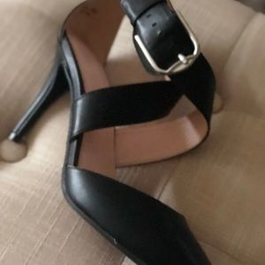 Buckle Criss-Cross Wide Strapped Pumps